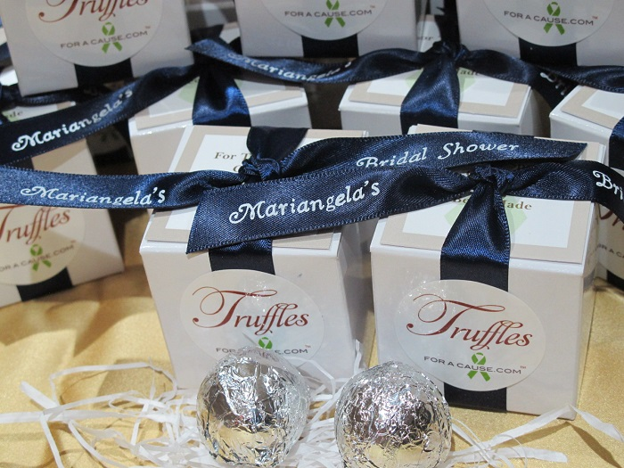 Mariangela's bridal showers favors with navy ribbons.